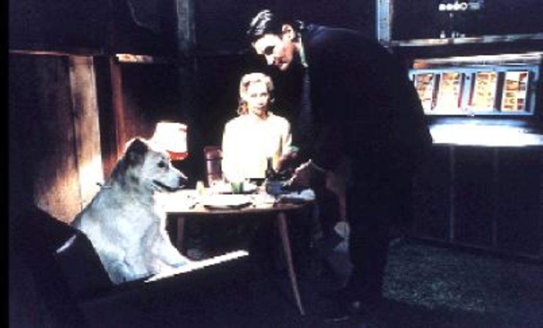 Aki Kaurismäki, The Man Without a Past, 2002, production still. Irma (Kati Outinen) and the Man (Markku Peltola).