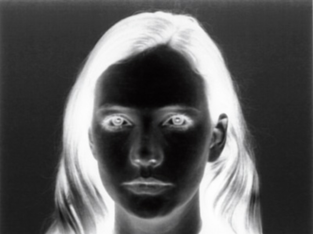 Runa Islam, Stare Out (Blink), 1998, still from a black-and-white film in 16 mm, 3 minutes.