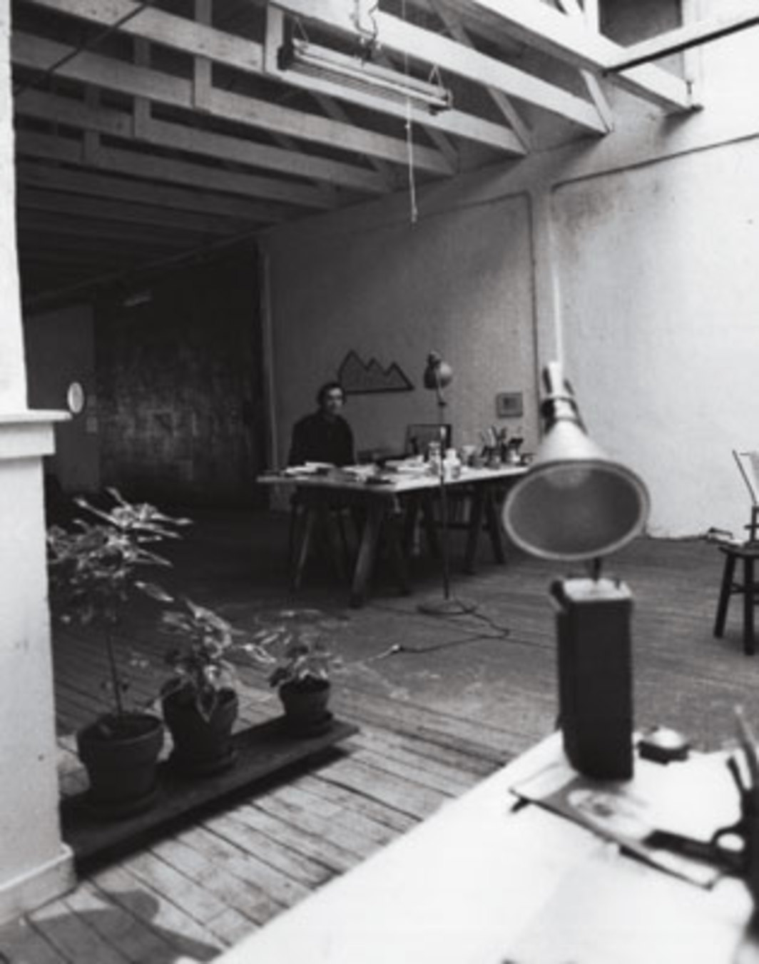 Guy de Cointet in his studio, Venice, CA, ca. 1976. All works by Guy de Cointet © Estate of Guy de Cointet/Air de Paris.