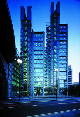 Richard Rogers & Architects, 88 Wood Street, 2001. Photo: Katsuhisa Kida.