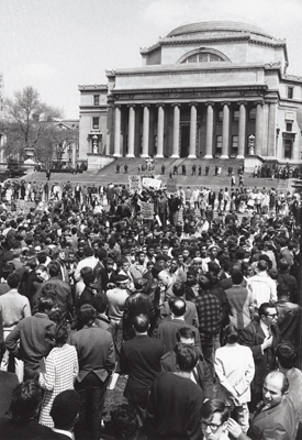 Demonstrators protesting the Vietnam War, with police officers lining the steps of Low Library, Columbia University, New York, April 27, 1968. Photo: Associated Press.