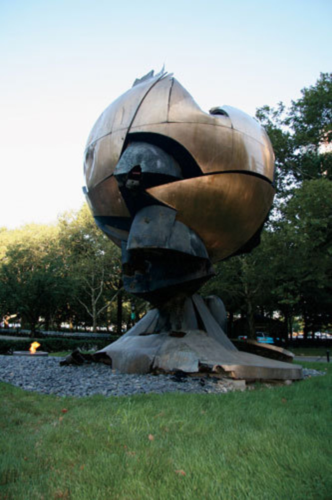 Fritz Koenig, The Sphere, 1971, bronze on granite base, approx. 25 x 25 x 25'. Battery Park, New York. Photo: Joseph Logan and Aimée Scala, 2009.