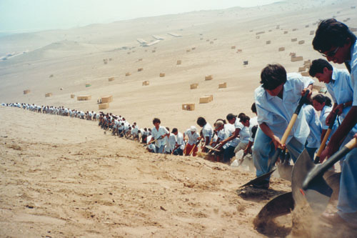 Francis Alÿs,When Faith Moves Mountains, 2002. Performance view.