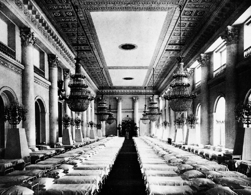 Winter Palace galleries being used as a hospital during World War I, Nicholas Hall, Hermitage, ca. 1914.
