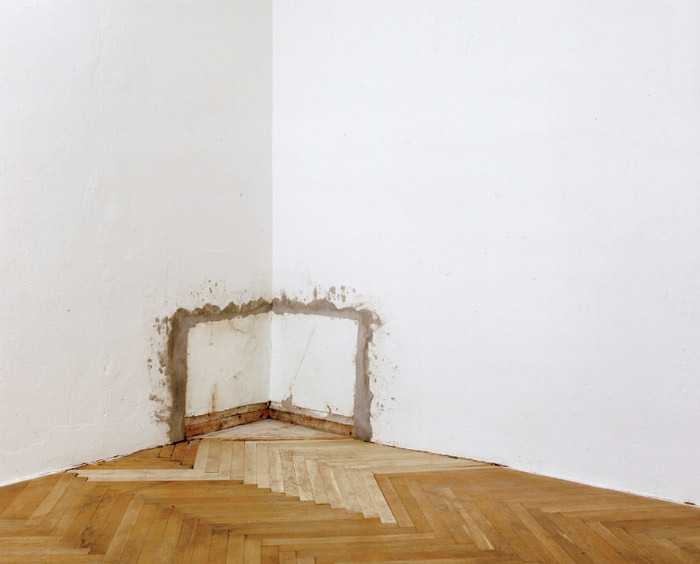 Bojan Šarčević, World Corner, 1999, bricks, plaster, wallpaper, wood. Installation view, Carlier/Gebauer, Berlin.