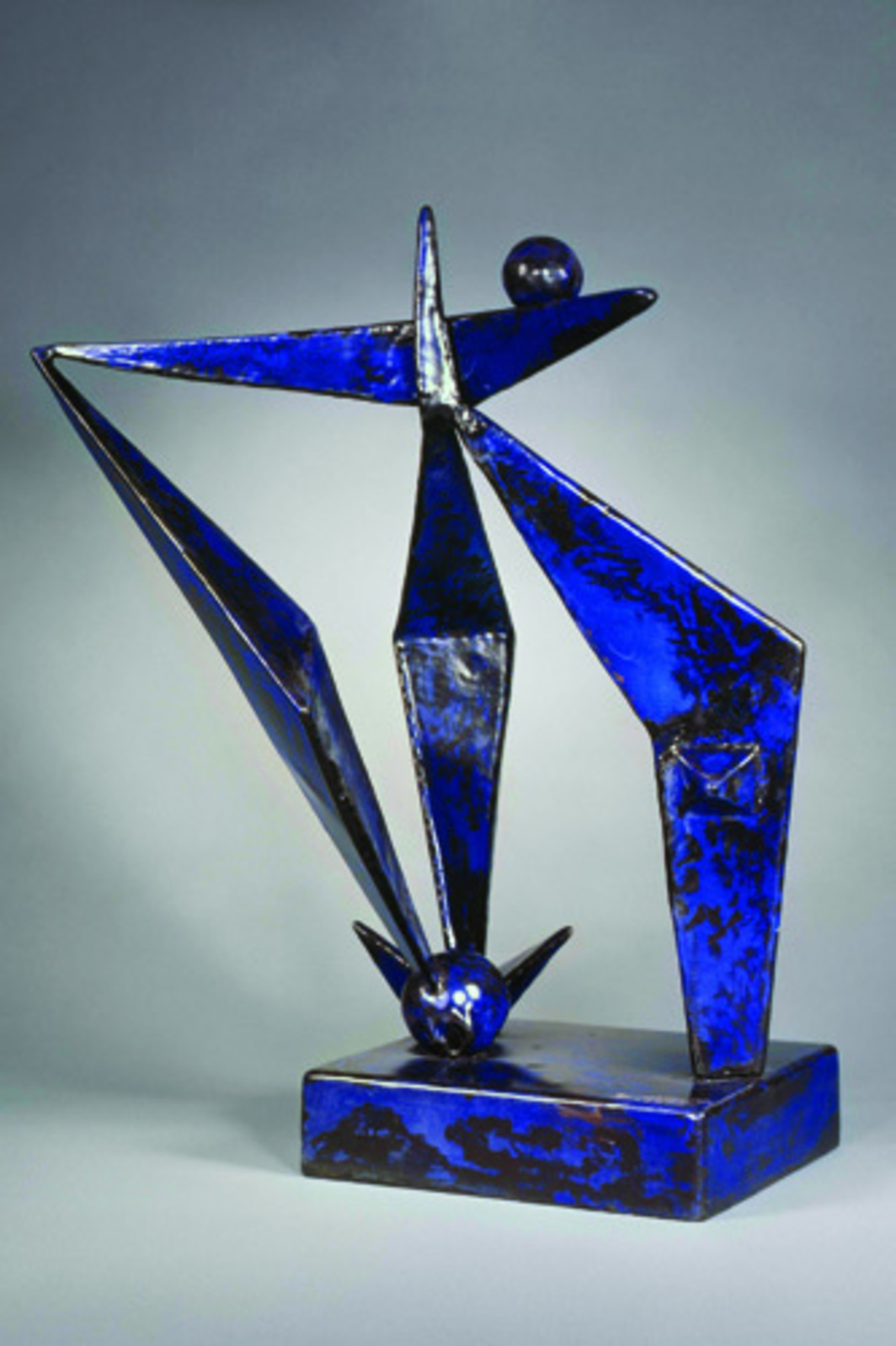 "David Smith, Blue Construction, 1938, sheet steel with baked-enamel finish, 36 1/4 x 28 1/2 x 30"". © Estate of David Smith"