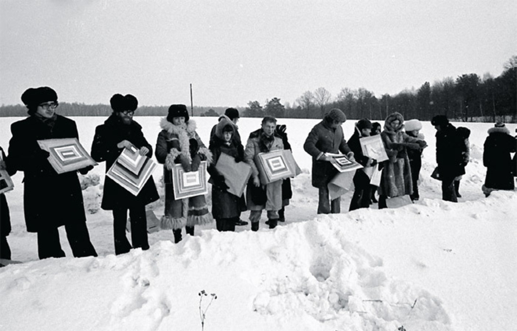 Collective Actions, The Pictures, 1979. Performance view, Kievogorsky Field, outside Moscow, 1979. Photo: Andrei Monastyrsky.