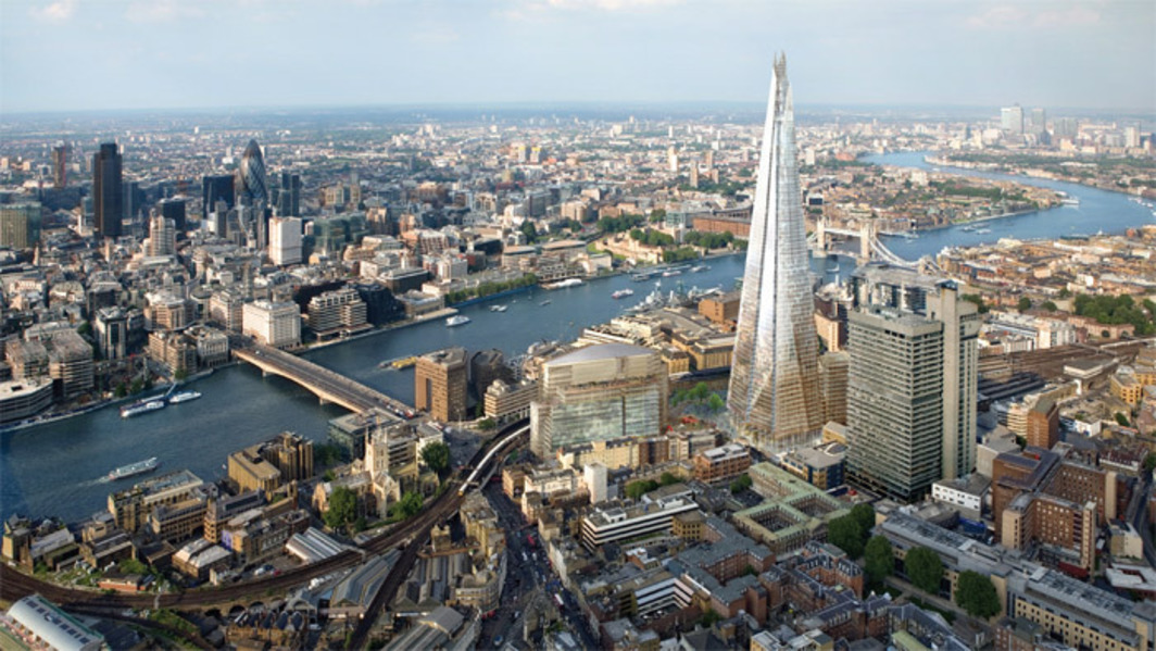 Rendering of the London skyline including Renzo Piano's Shard (foreground) and Norman Foster's 30 St Mary Axe (also known as the Gherkin) (background, left). © London Bridge Quarter.