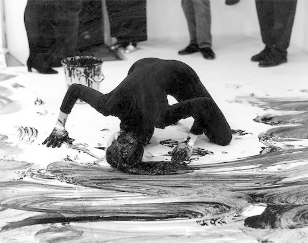 "Janine Antoni, Loving Care, 1993. Performance with Loving Care hair dye in ""Natural Black,"" Anthony d'Offay Gallery, London, September 10, 1993. Photographed by Prudence Cumming Associates, Courtesy of the artist and Luhring Augustine, New York. © Janine Antoni."
