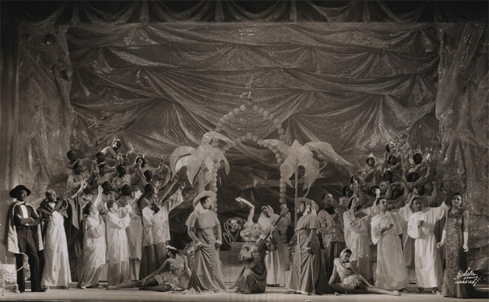 The original cast of Four Saints in Three Acts, onstage at the Wadsworth Atheneum, Hartford, 1934. Photo: Harold Swahn.