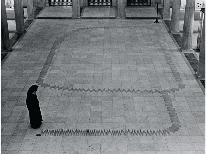 James Lee Byars, A 1000-Foot Chinese Paper, 1965. Performance view, Carnegie Museum of Art, Pittsburgh, January 13, 1965.