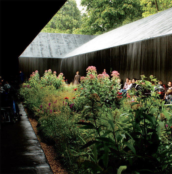 Zumthor, Serpentine Gallery Pavilion, 2011, London. Interior courtyard. Photo: SmallMoon/Flickr.