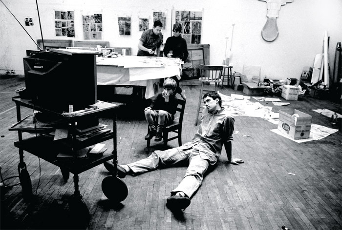Robert Rauschenberg and Sturtevant (rear), Christopher Rauschenberg (in chair), and Steve Paxton (on floor), Robert Rauschenberg's studio, New York, 1965. Photo: Ugo Mulas.