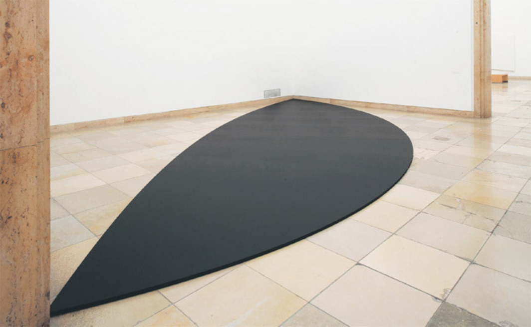 Ellsworth Kelly, Two Curves for Floor, 2011, acrylic on canvas on wood. Installation view, 2012. Photo: Wilfried Petzi.