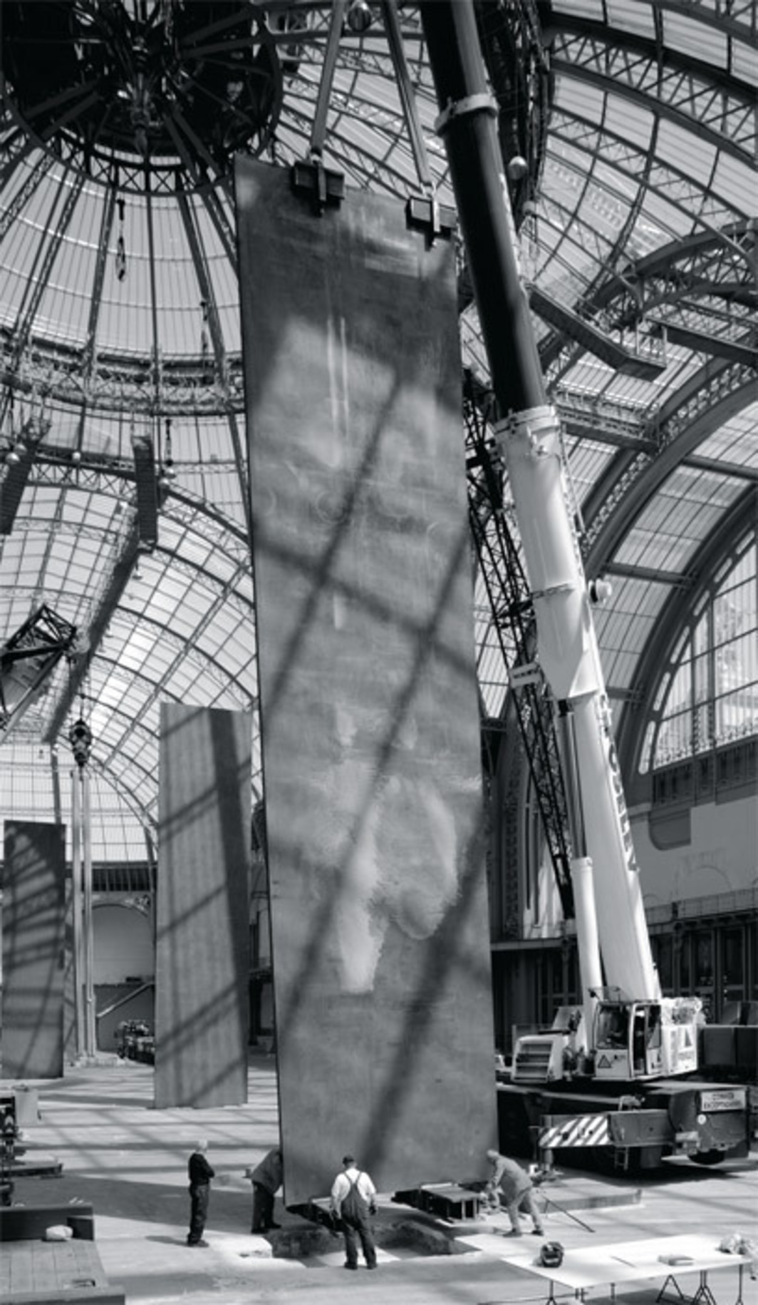 Richard Serra's Promenade, 2008, being installed in the Grand Palais, Paris. Photo: Lorenz Kienzle.
