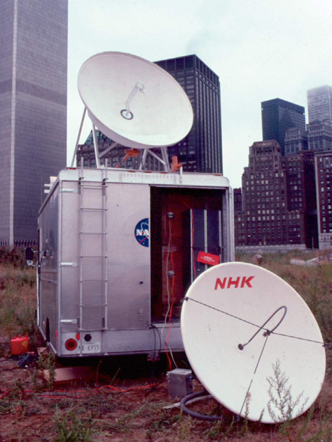 Keith Sonnier (coproduced with Liza Béar), Send/Receive Satellite Network, 1977, NASA truck. Installation view, Battery Park City, New York. Photo: Gwen Thomas.