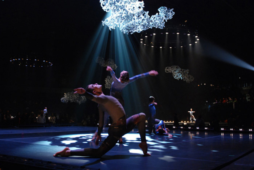Merce Cunningham Dance Company in Park Avenue Armory Events (2011). Photo by Anne Finke. Image courtesy Cunningham Dance Foundation.