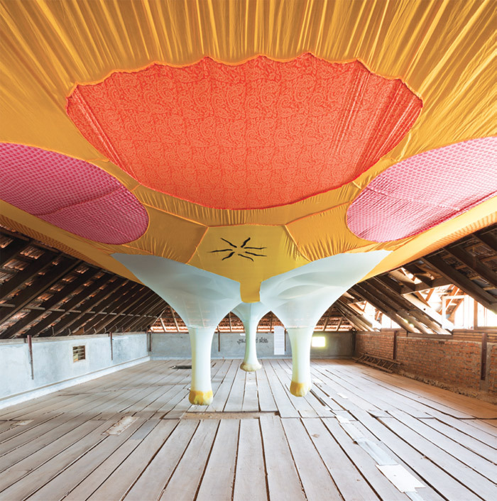 Ernesto Neto, Life Is a River, 2012, cotton fabric, polyamide fabric, spices. Installation view, Moidu's Heritage Plaza, 2013.