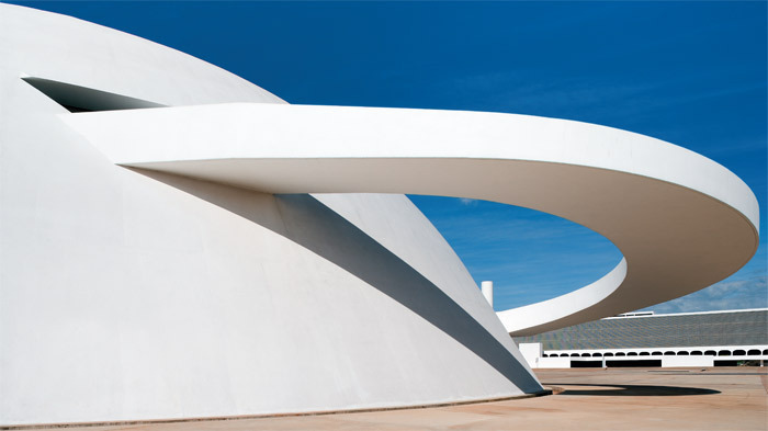 Oscar Niemeyer, National Museum, 1999, Brasília. Photo: Leonardo Finotti.