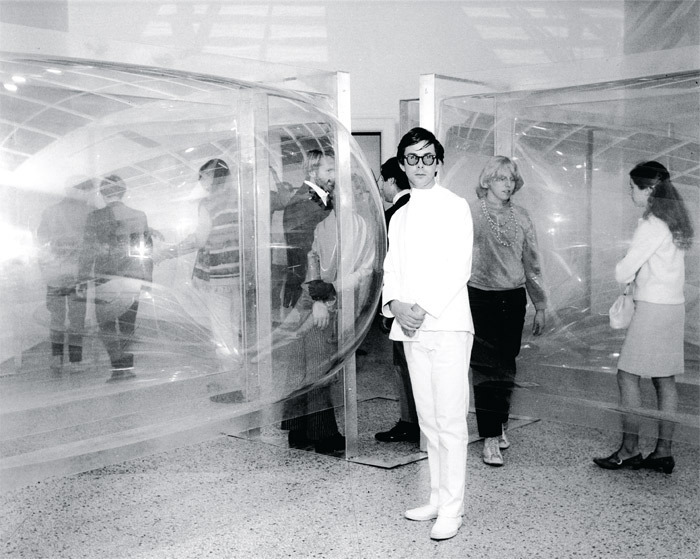Les Levine with his All-Star Cast (A Place), 1967, Walker Art Center, Minneapolis, 1967. © Les Levine/Artists Rights Society (ARS), New York.