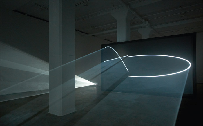 Anthony McCall, Face to Face, 2013, two projectors, two haze machines, two double-sided projection screens, dimensions variable.