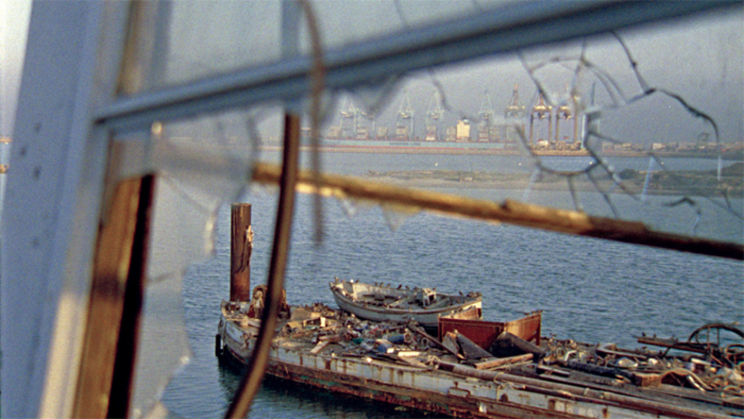 Noël Burch and Allan Sekula, The Forgotten Space, 2010, digital video, color and black-and-white, sound, 110 minutes. Photo: Doc Eye Films.