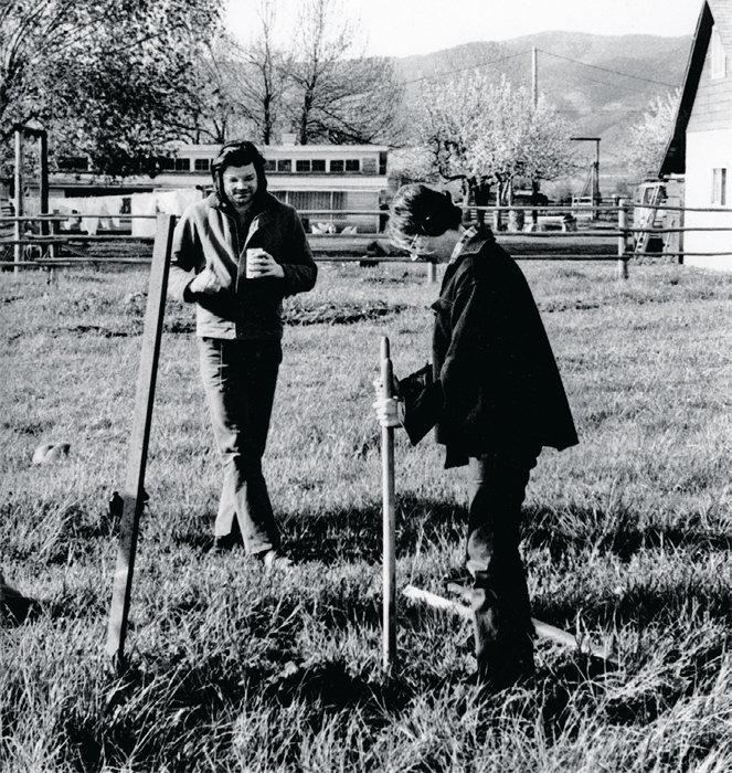 Nancy Holt and Robert Smithson during construction of Holt's Missoula Ranch Locators: Vision Encompassed, 1972, north of Missoula, MT. Photo: Michael Wheatley.