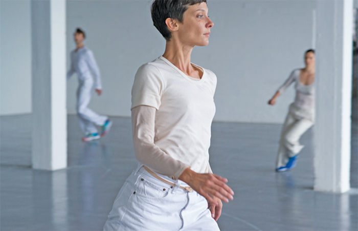 Anne Teresa De Keersmaeker, Work/Travail/Arbeid, 2015. Igor Shyshko, Marie Goudot, and Cynthia Loemij. Performance view, Wiels Contemporary Art Centre, Brussels, April 8, 2015. Photo: Anne Van Aerschot.