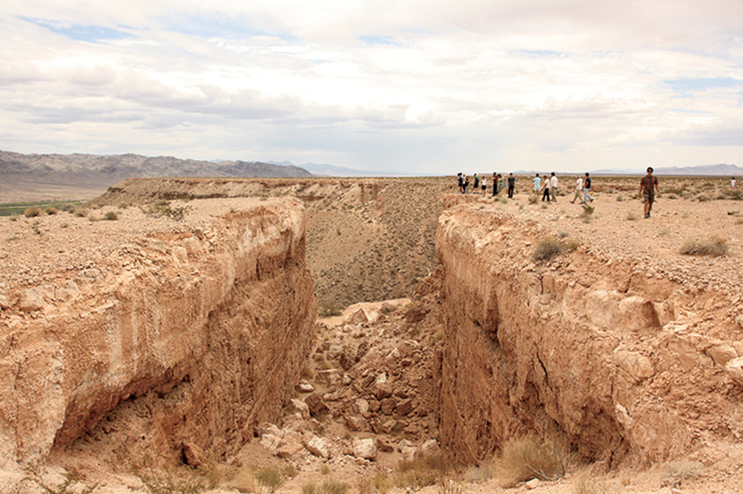 University of Southern California Roski School of Art and Design MFA students and faculty at Michael Heizer's Double Negative, 1970, Overton, NV, June 23, 2011. Photo: Sean Kennedy.