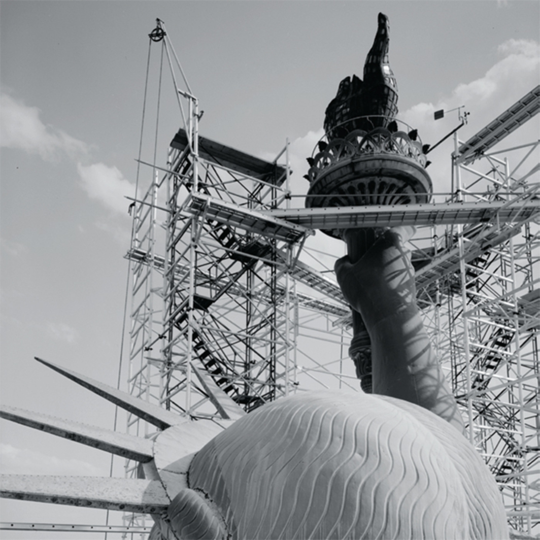 *The Statue of Liberty during restoration, Liberty Island, New York, May 1984*. Photo: Jet Lowe/Library of Congress.