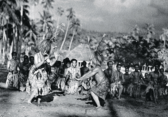 Robert J. Flaherty, Moana, 1926, 35 mm, black-and-white, silent, 92 minutes. Production still. Fa'angase (Fa'angase Su'a-Filo) and Moana (Ta'avale).