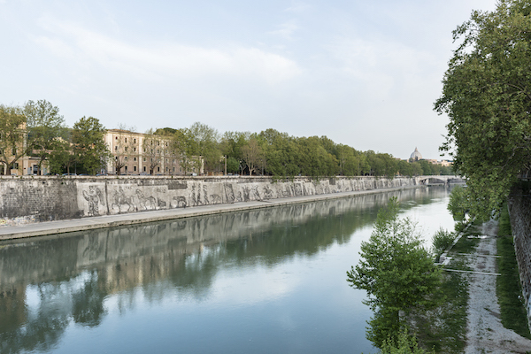 View of William Kentridge's Triumphs and Laments: A Project for Rome, 2016, along the embankment of the Tiber River. Photo: Luciano Sebastiano