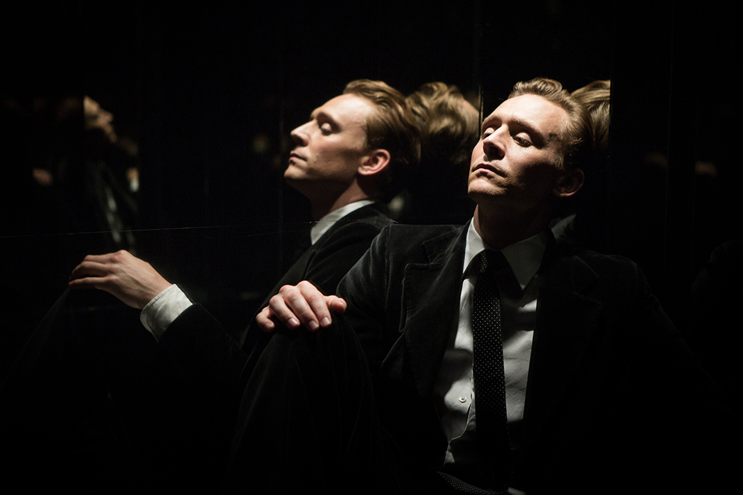Ben Wheatley, High-Rise, 2016, color, sound, 119 minutes. Laing (Tom Hiddleston).