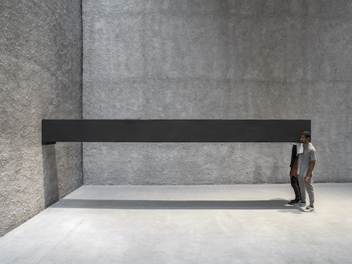 Santiago Sierra, Object Measuring 600 x 57 x 52 cm Constructed to Be Held Horizontally to a Wall, 2001–16. Performance view, König Galerie, Berlin, 2016.