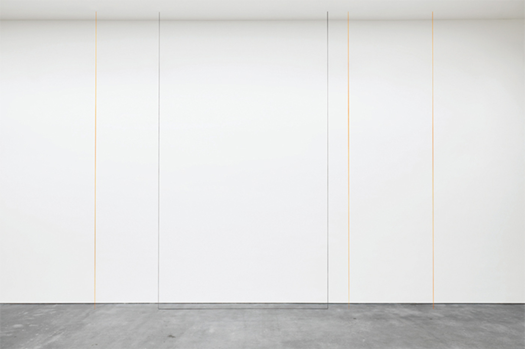 Fred Sandback, Untitled (Four-Part Vertical Construction in Two Colors), 1987, acrylic yarn. Installation view. © Fred Sandback Archive.