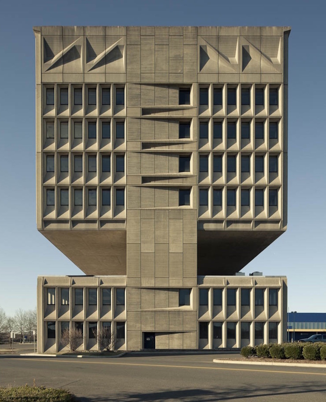 Marcel Breuer, Pirelli Building, 1969, New Haven.