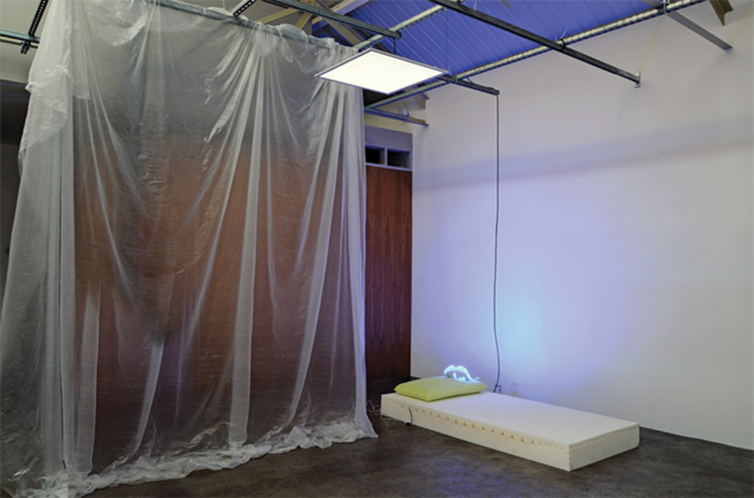 Yuri Pattison, memory foam memory, 2016, AmazonBasics memory foam mattress, light-therapy mask, travel adapters, USB charger, LED panel, dawn/dusk simulation dimmer, white-noise sound conditioner, melatonin liquid, vaporizer, Unistrut. Installation view.