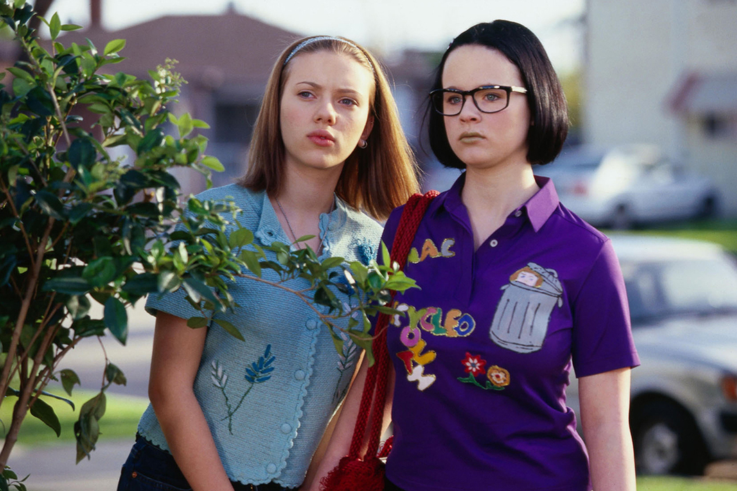 Terry Zwigoff, Ghost World, 2001, 35 mm, color, sound, 111 minutes. Rebecca and Enid (Scarlett Johansson and Thora Birch).