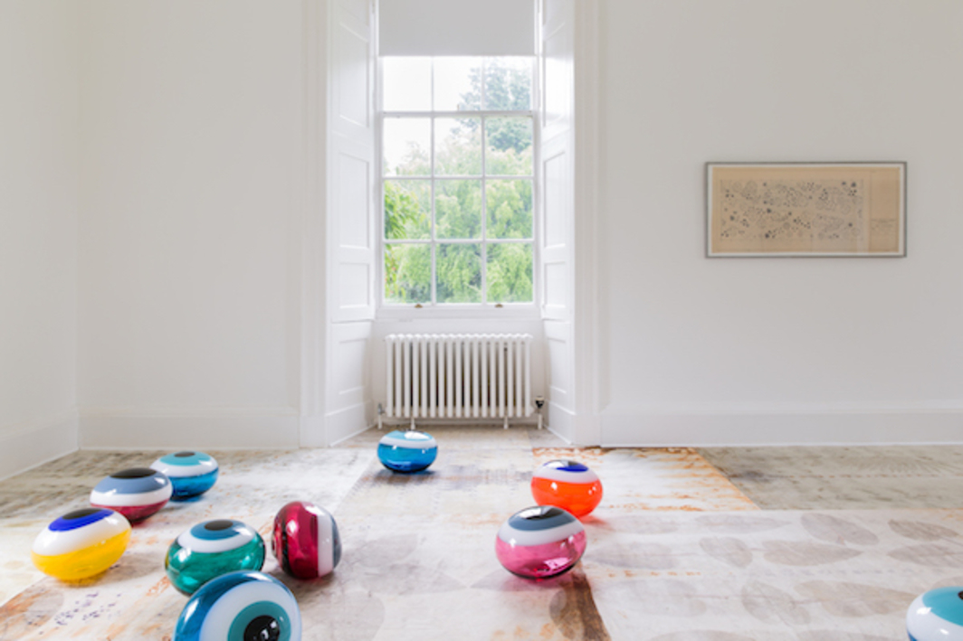 Laura Aldridge, SIGNALS AND GET WET, 2016-17; DISPLAY SCAPE #6 FOR INVERLEITH: DROP.CLOTH (REMOVE SHOES AND COLLAPSE YOUR METONYMIC IMPULSE, REPLACE IT WITH A REFRESHED SENSE OF HOW WE RELATE TO THE THINGS AROUND US), 2017, mixed media, dimensions variable. Installation view, Inverleith House, Edinburgh.