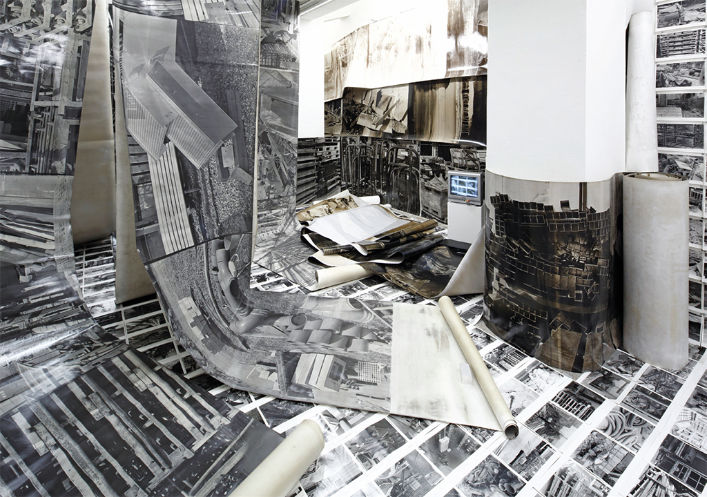 Hiroku Komatsu, The Disposal of Personal Autonomy, 2017, gelatin silver prints, mixed media. Installation view, Gallery αM, Tokyo. Photo: Keizo Kioku.
