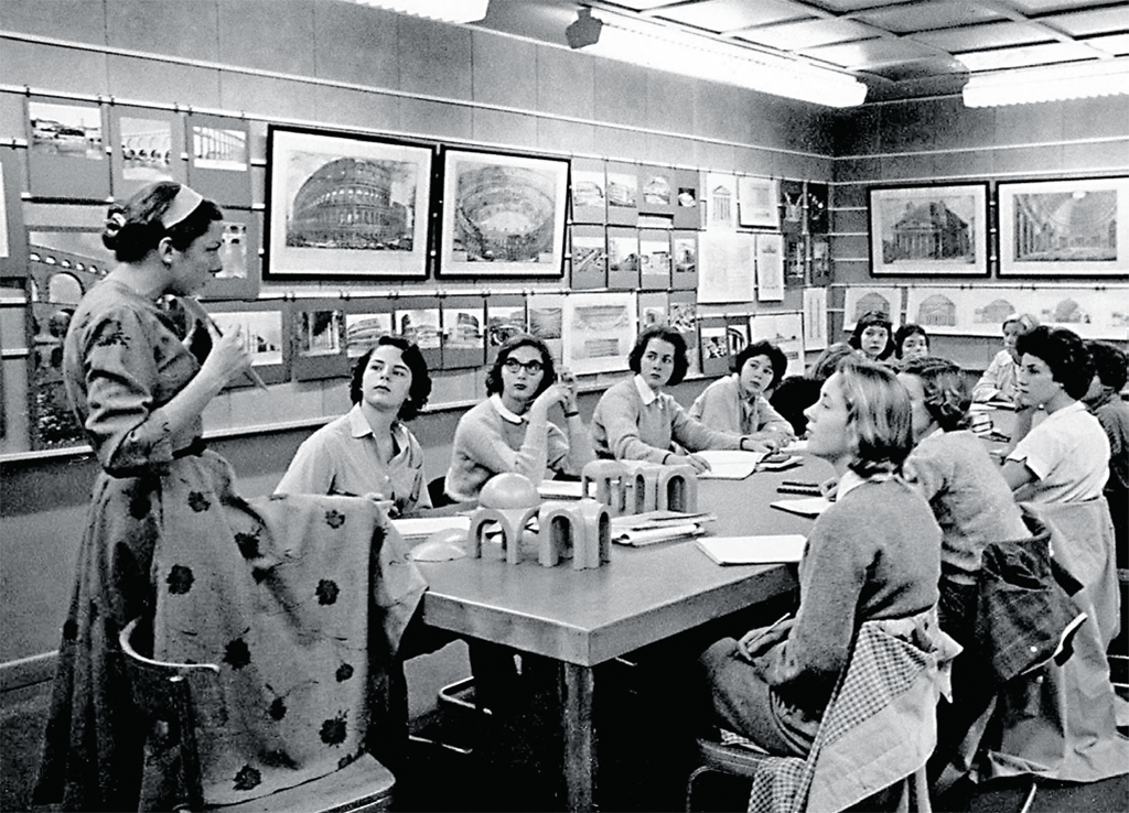 Linda Nochlin teaching an art history class, Vassar College, Poughkeepsie, NY, 1959. Archives & Special Collections, Vassar College Library.