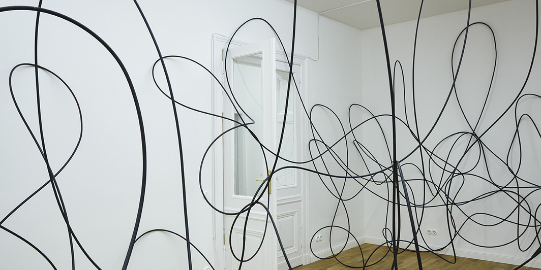 Rosana Antolí, Chaos Dancing Cosmos, 2017, plastic tubing, cable ties, three motors, dimensions variable. Installation view.