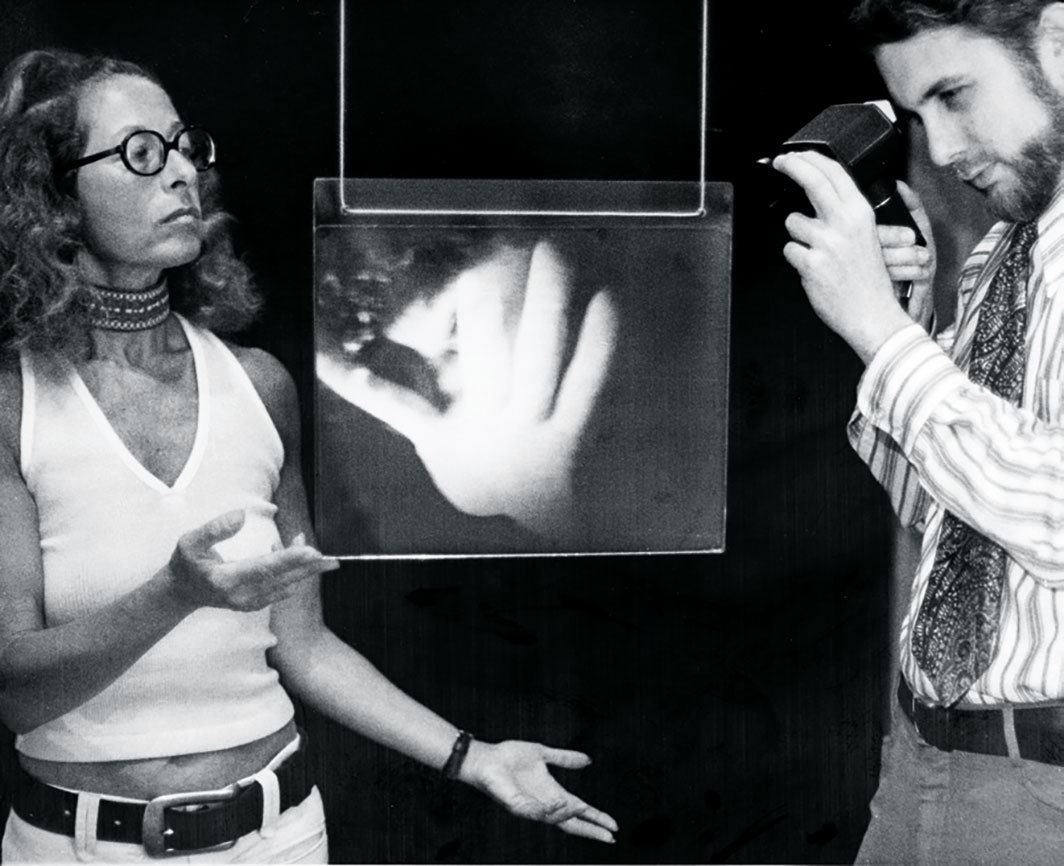Harriet Casdin-Silver and Stephen Benton collaborating on a hologram, ca. 1972–73.