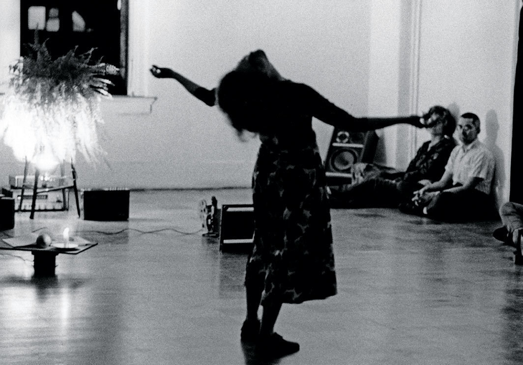 View of Simone Forti performing with Angel, 1976. Artists Space, New York, October 1976. Babette Mangolte.