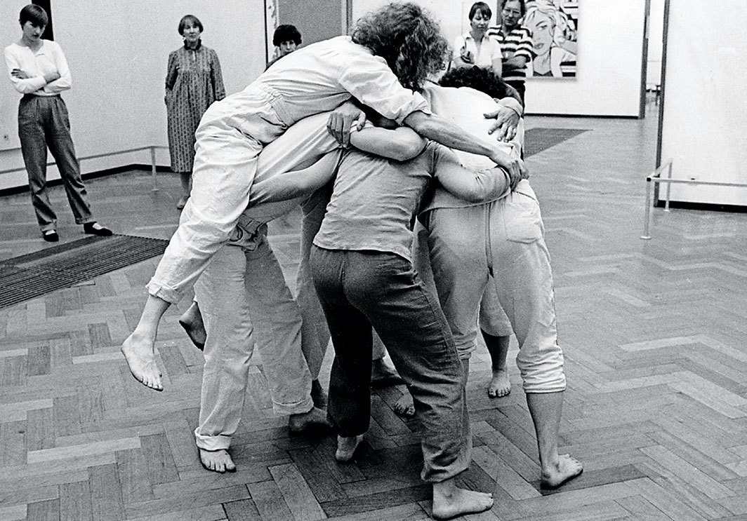 Simone Forti, Huddle, 1961. Performance view, Stedelijk Museum, Amsterdam, May 16, 1982. Center, top: Simone Forti.