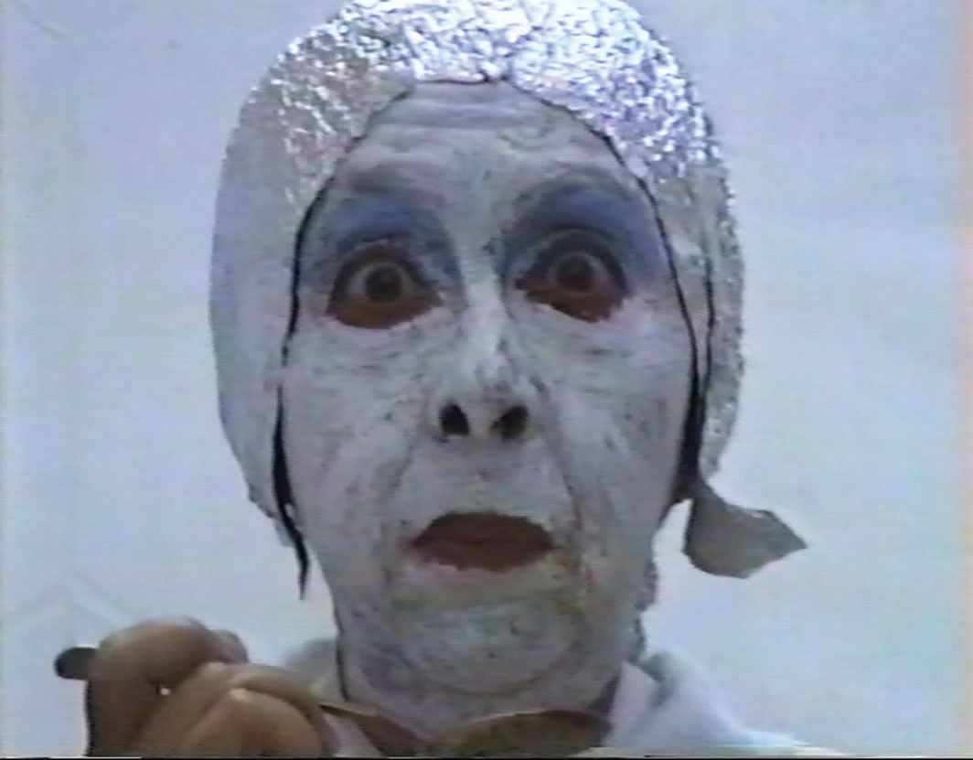 Geta Brătescu, Earthcake, 1992, video, color, sound, 7 minutes 18 seconds.
