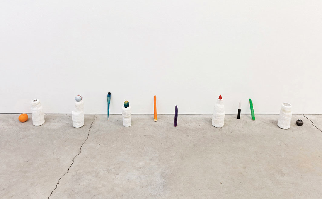 Zin Taylor, A Vase, a Knife, and a Piece of Fruit (Repeated), 2018, acrylic paint, epoxy clay, ink, plaster cloth, wood, dimensions variable. Photo: Toni Hafkenscheid.
