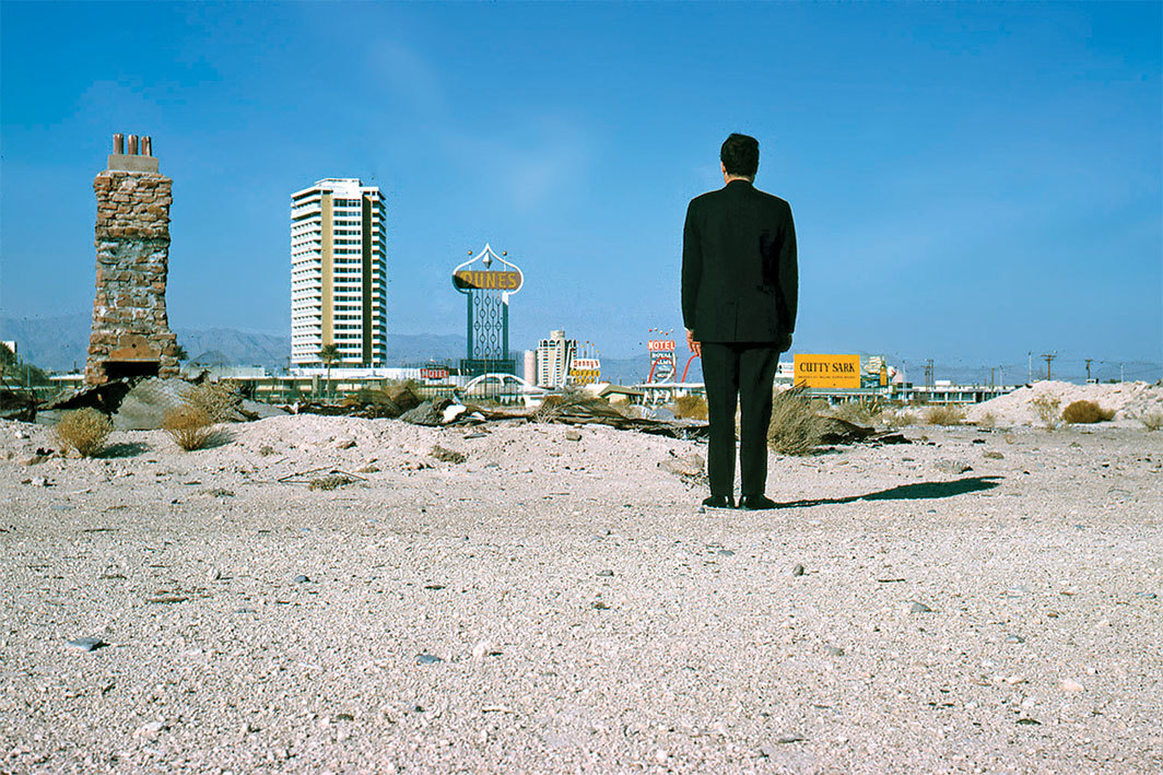 Robert Venturi outside Las Vegas, 1966. Photo: Denise Scott Brown.