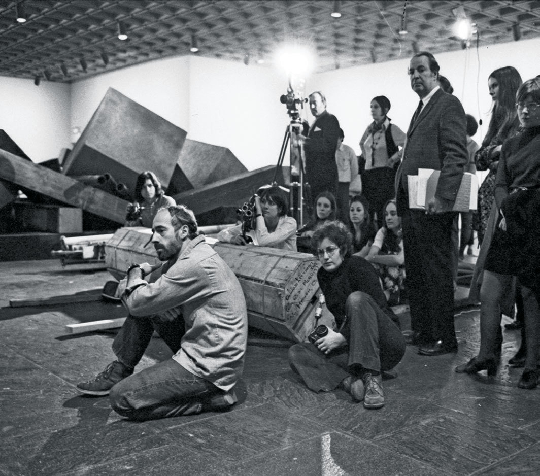 Robert Morris watches as his work is installed at the Whitney Museum of American Art, New York, April 6, 1970. Photo: David Gahr/Getty.