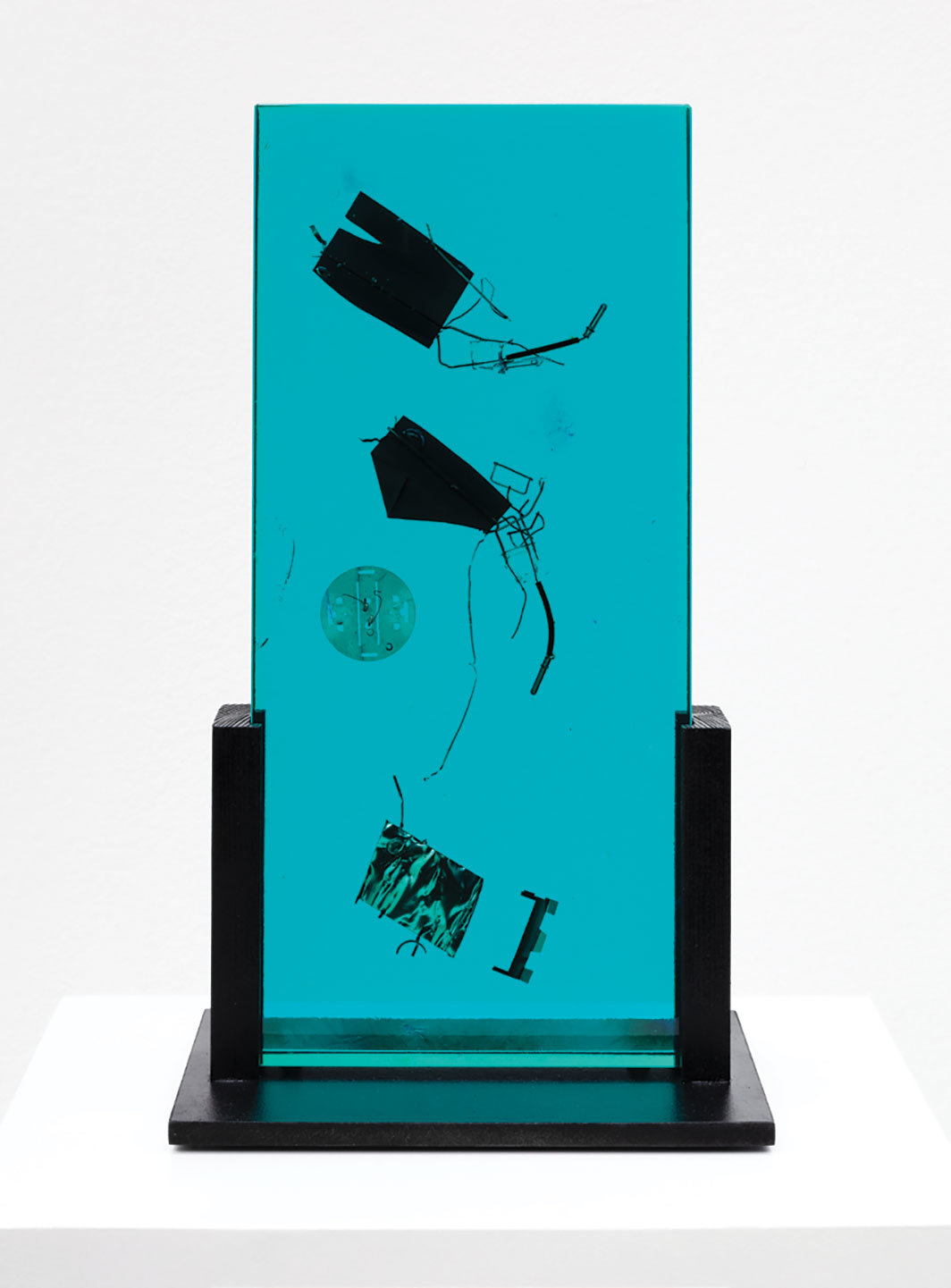 "Bruno Munari, Fossile del 2000 (Fossil of the Year 2000), 1991, Plexiglas, metal, 14 1⁄4 × 8 1⁄8 × 4 3⁄4""."